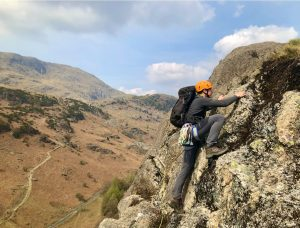 Learning how to find the best route while leading harder scrambles on Raven Crag (Yewdale) during an advanced scrambling course